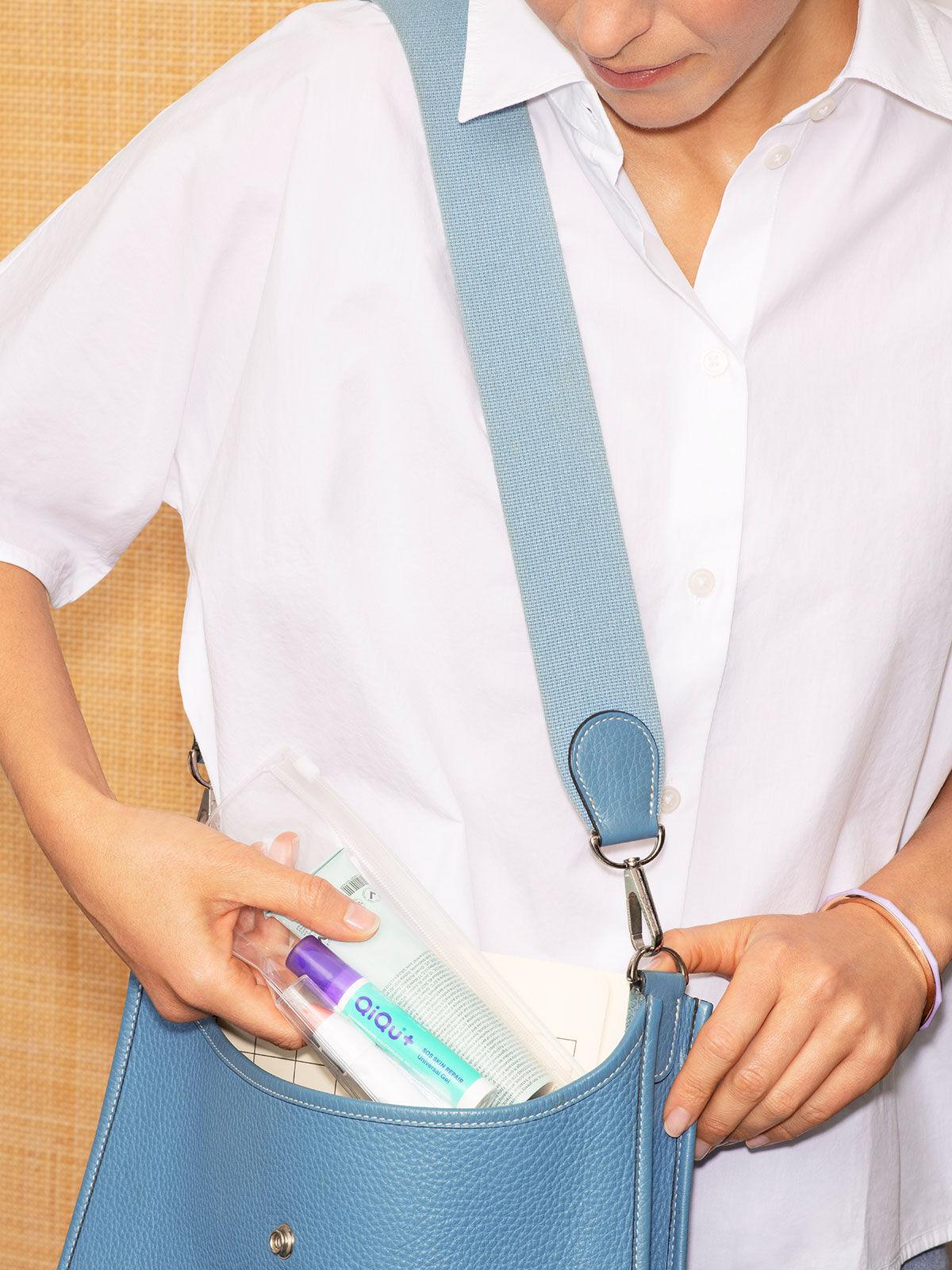 QiQu Skin Repairin eine Handtasche
